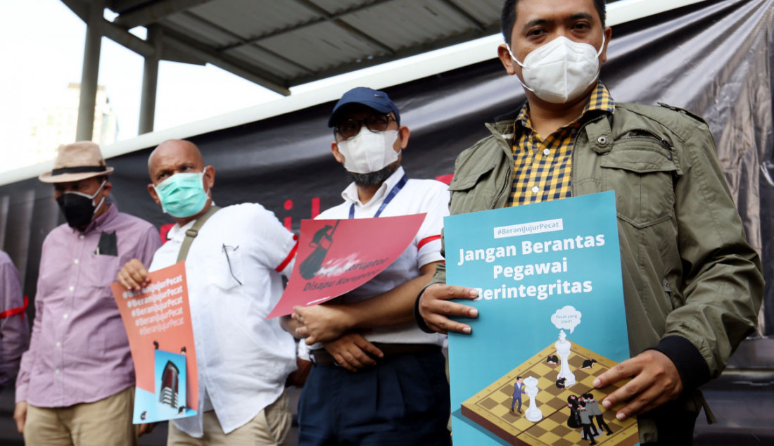 Sejumlah pegawai nonaktif KPK bersama pegiat antikorupsi menggelar aksi di Jakarta, Rabu (15/9). Foto: Ricardo - JPNN.com