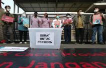 Surat dari Pegawai KPK Nonaktif Untuk Presiden Jokowi - JPNN.com