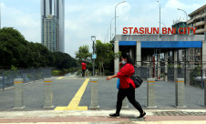 Tugu Sepatu Di Jakarta Menghilang - JPNN.com
