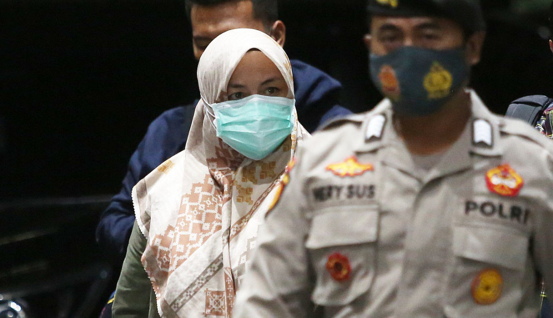 Bupati Kolaka Timur (Koltim) Andi Merya saat tiba di Gedung KPK, Jakarta, Rabu (22/9). Andi terjaring operasi tangkap tangan (OTT) KPK terkait dugaan melakukan transaksi haram berkaitan dengan dana bantuan dari BNPB. Foto: Ricardo - JPNN.com