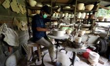 Geliat Perajin Keramik - JPNN.com