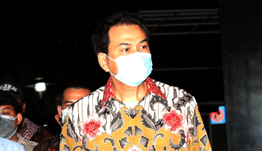 Wakil Ketua DPR RI Azis Syamsuddin tiba di Gedung KPK, Jakarta, Jumat (24/9). Azis menjalani pemeriksaan pertama sebagai tersangka terkait kasus dugaan suap penanganan perkara di Kabupaten Lampung Tengah. Foto: Ricardo - JPNN.com