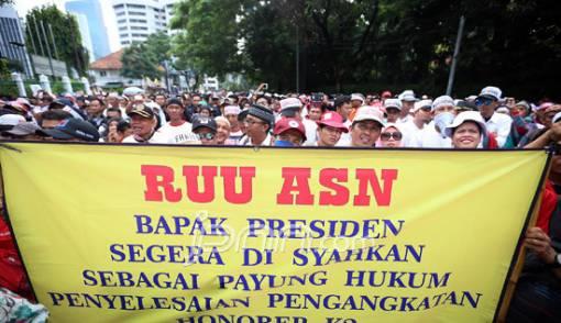 Honorer K2 dan PTT yang Sabar, Revisi UU ASN Pasti Dibahas - JPNN.COM