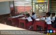 Berpagar Bambu, Siswa SD Teluk Sampit Menimba Ilmu - JPNN.COM