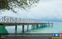 Pantai Liang Kota Ambon - JPNN.COM