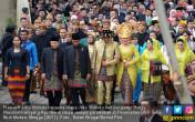 Meriahnya Acara Kirab Budaya Pernikahan Kahiyang Bobby - JPNN.COM