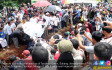Tangis Iringi Pemakaman Korban Tanjakan Emen - JPNN.COM