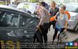 Dua Turis Prancis Diangkut Mobil Patroli - JPNN.COM