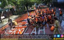 Hari Jadi kota Solo, Pelajar Bersihkan Jalanan - JPNN.COM