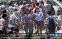 Seleaikan UN, Pelajar Corat Coret Seragam - JPNN.COM