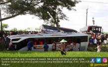 Diduga Ugal-ugalan, Tiga Bus Adu Beruntun - JPNN.COM