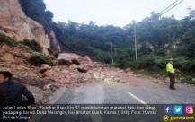 Jalan Lintas Riau-Sumatera Barat Longsor - JPNN.COM