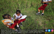 Siswa - siswi Sekolah Dasar Rayakan Hari Buku - JPNN.COM