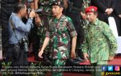 Jokowi dan Sultan Brunei ke Mabes TNI - JPNN.COM