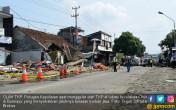 Kepolisian Olah TKP Kecelakaan Maut Brebes - JPNN.COM