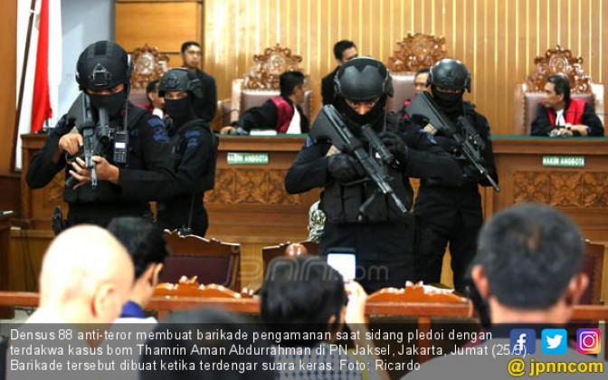Suasana Panik Warnai Sidang Aman Abdurrahman - JPNN.COM