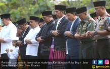 Jokowi Menunaikan Shalat Idul Fitri Di Kebun Raya Bogor - JPNN.COM