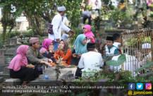 Warga Manfaatkan Moment Idul Fitri Untuk Berziarah - JPNN.COM