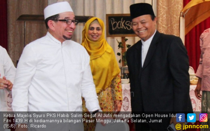 Ketua Dewan Syuro PKS Adakan Open House - JPNN.COM