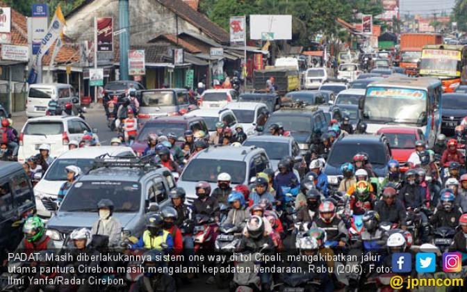 Kepadatan di Jalur Pantura Cirebon - JPNN.COM