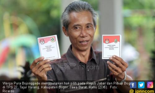 Warga Pura Bojonggede Gunakan Hak Pilih di TPS 27