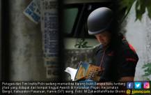 Petugas Geledah Rumah Tersangka Bom Bangil - JPNN.COM
