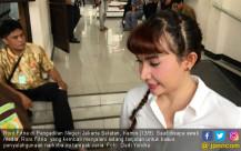 Jalani Sidang, Roro Fitria Tampak Ceria - JPNN.COM