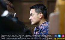 Zumi Zola Jalani Sidang Tipikor - JPNN.COM