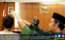 Zulhasan Lantik Sembilan Anggota PAW MPR - JPNN.COM