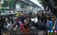 Tolak Penertiban, Pengusaha Blokir Jalan - JPNN.COM