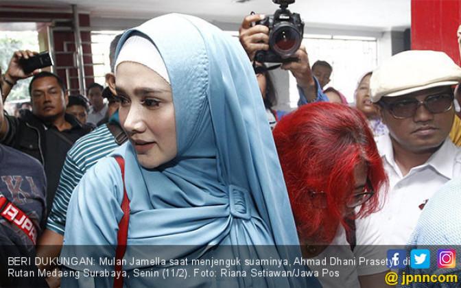Mulan Jamella Jenguk Ahmad Dhani - JPNN.COM