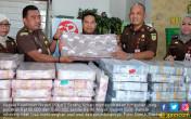Wow! Petugas Amankan Uang Siluman Rp 40 Miliar - JPNN.COM