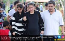 Putri Titian Lepas Ayahanda ke Peristirahatan - JPNN.COM