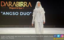 Inneke Koesherawati Tampil di Indonesia Fashion Week 2019 - JPNN.COM