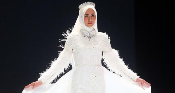 Perancang Busana Nining Santoso Tampil di Indonesia Fashion Week 2019 - JPNN.com