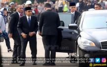 Wapres Ke 11 RI Boediono Hadiri Pemakaman Jenazah Almarhumah Ani Yudhoyono - JPNN.COM