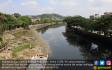 Tercemar, Sungai Karang Mumus Hitam dan Bau - JPNN.COM