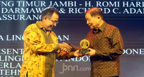 Mochtar Riady Menerima Penghargaan Dari UI - JPNN.com