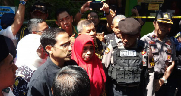 Nadiem Temui Keluarga Korban Ambruknya SDN Gentong - JPNN.com
