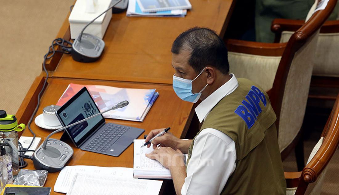 Kepala BNPB selaku Ketua Gugus Tugas Nasional Percepatan Penanganan COVID-19 Doni Monardo mengikuti rapat kerja dengan Komisi VIII DPR, Jakarta, Senin (13/7). Rapat kerja tersebut membahas evaluasi kinerja dan anggaran program penangulangan COVID-19. Foto: Ricardo - JPNN.com