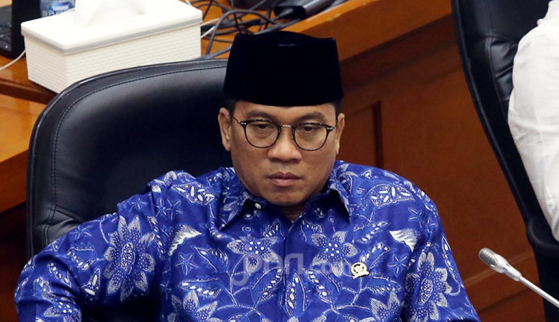 Ketua Komisi VIII DPR Yandri Susanto memimpin rapat kerja dengan Kepala BNPB, Jakarta, Senin (13/7). Rapat kerja tersebut membahas evaluasi kinerja dan anggaran program penangulangan COVID-19. Foto: Ricardo - JPNN.com