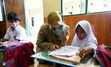 Evaluasi Belajar Daring, Guru dan Siswa Tatap Muka - JPNN.com