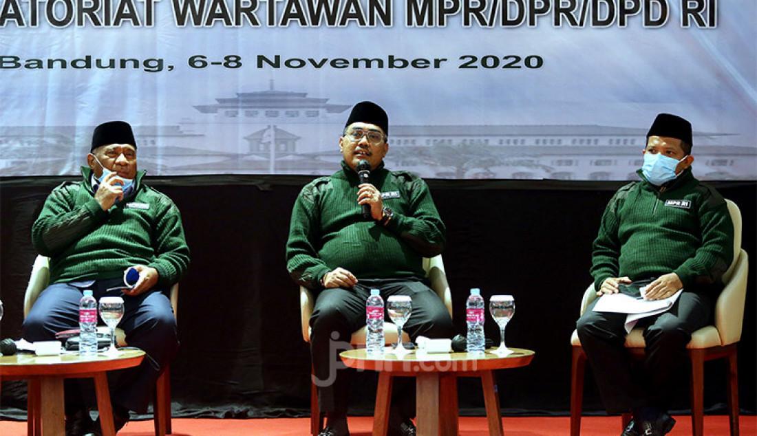 Wakil Ketua MPR Jazilul Fawaid (tengah) bersama Ketua Fraksi PAN MPR RI Ali Taher (kiri) dan anggota Fraksi PKS MPR Johan Rosihan (kanan) saat menjadi pembicara pada diskusi 'Visi Misi NKRI Bagi Calon Kepala Daerah' di Bandung, Jawa Barat, Sabtu (7/11). Foto: Ricardo - JPNN.com