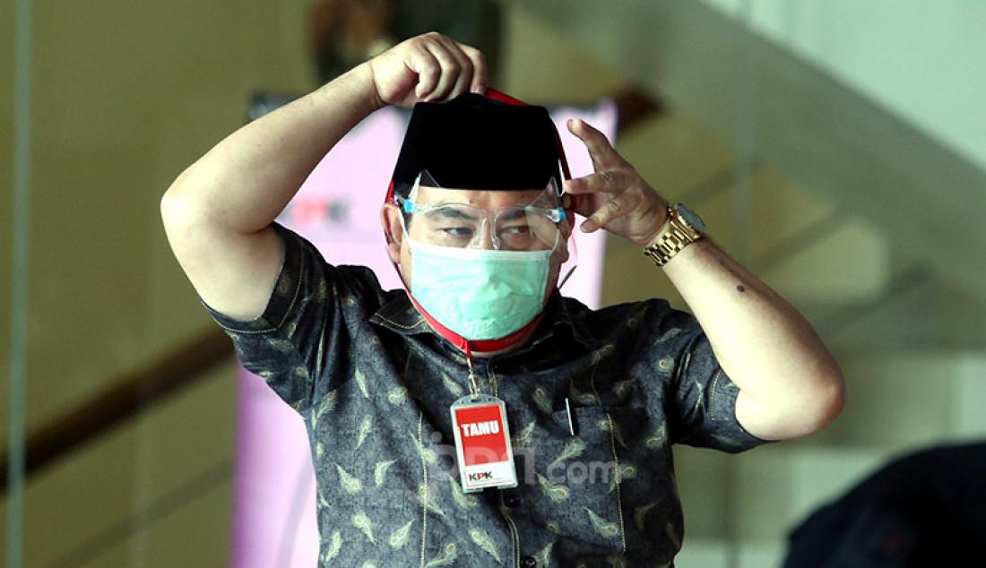Pengelola pesantren HMN Lesmana usai menjalani pemeriksaan di KPK, Jakarta, Kamis (12/11), sebagai saksi bagi mantan Bupati Bogor Rachmat Yasin yang menjadi tersangka korupsi pemotongan uang dan gratifikasi. Foto: Ricardo - JPNN.com