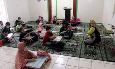 Laksanakan Kegiatan Belajar Mengajar Tatap Muka di Musala - JPNN.com