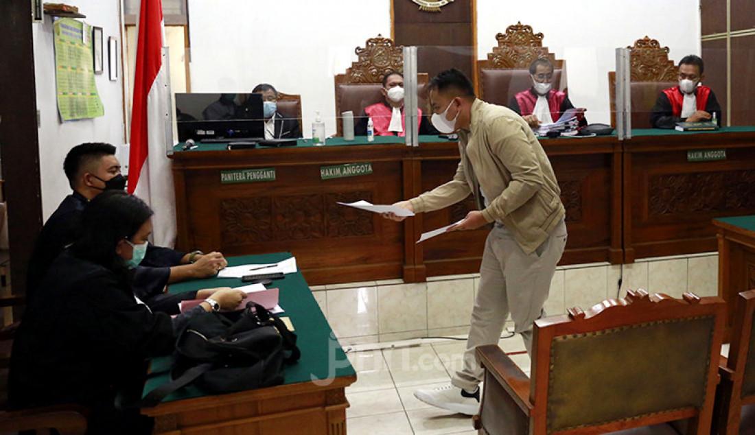 Vicky Prasetyo menjalani sidang di Pengadilan Negeri Jakarta Selatan, Jakarta, Kamis (5/8), dalam perkara pencemaran nama baik terhadap Angel Lelga. Foto: Ricardo/JPNN.com Foto: Ricardo - JPNN.com