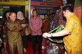 Tinjau Stand Pameran Indocraft - JPNN.COM