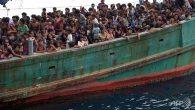Astaga, Pengungsi Rohingya Tewas Berebut Bantuan Makanan - JPNN.COM