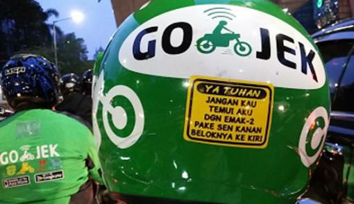 4 Stiker di Helm Ojek Online Ini Jleb dan Eaaa Banget | Kemenpan - JPNN.com jpnn.com Kemenpan - Pernah naik ojek online? Sering menemukan stiker bertuliskan pesan yang ditempel di helm driver-nya?