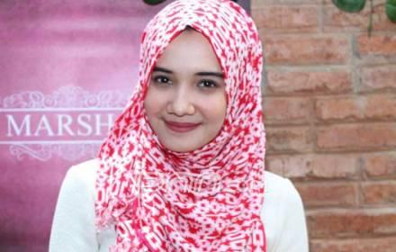 Zaskia Sungkar Tampil Lebih Syar'i - JPNN.COM